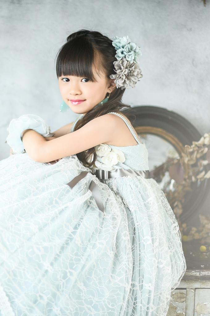 9ce1400e891ae ドレス姿の7歳の写真