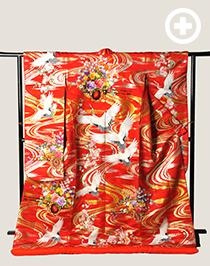 色打掛:鮮やかな赤に鶴や花車が描かれた人気の古典柄です