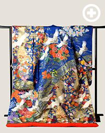 色打掛:日本人の白い肌に合う青の打掛。色も鮮やかで写真映えする1着。