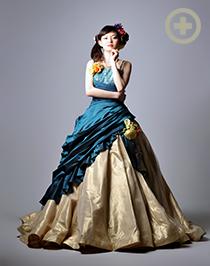 カラードレス:レトロな雰囲気漂う、グリーン×ゴールド