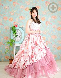 カラードレス:キュートな花柄のピンク