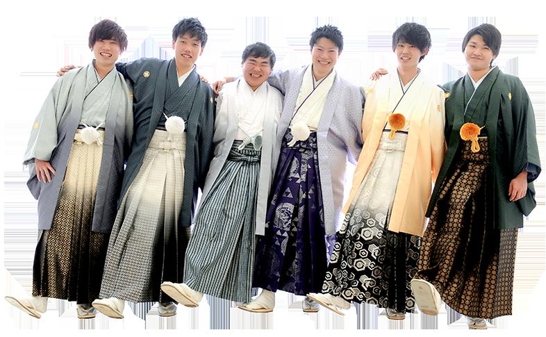 羽織袴の6人の男性が腕を組んでいる写真
