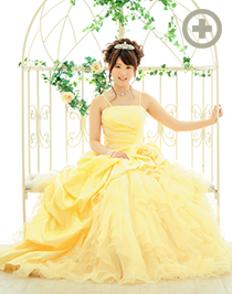カラードレス:王道のイエローはまさにプリンセス!