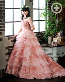 カラードレス:ロングセラーのピンク。様々な肌の色に合います