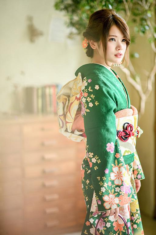 成人女性写真:緑