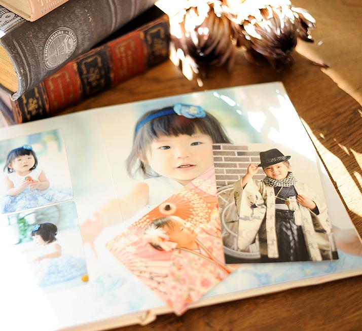 アルバムやポストカードの写真