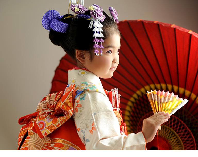 日本髪の女の子の後姿の写真