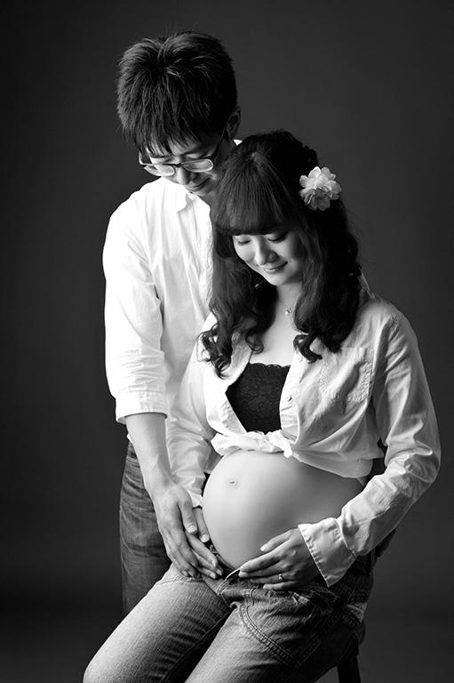 マタニティフォト:ご夫婦写真/モノクロ(白黒)