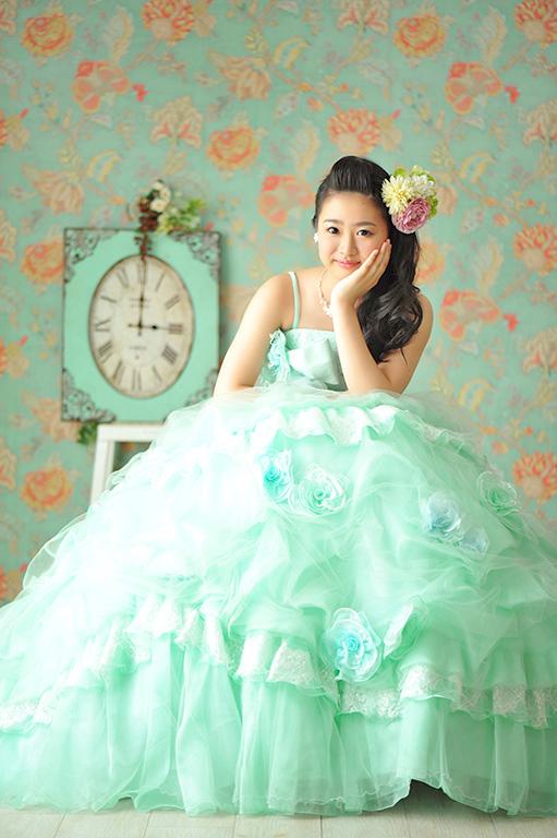 成人女性写真:ドレス/ミントグリーン