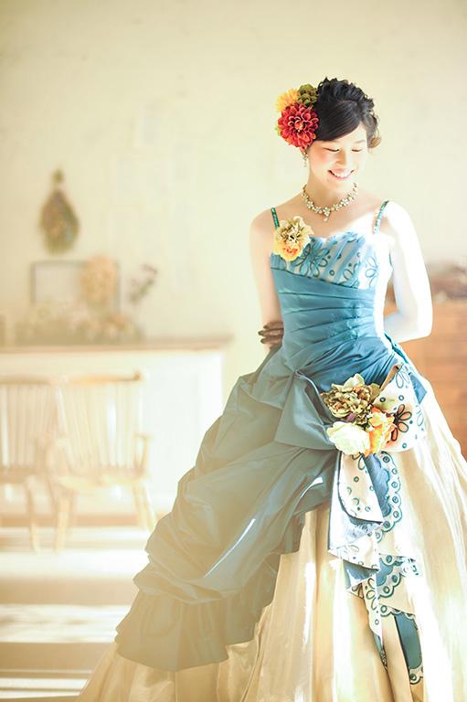 成人女性写真:ドレス/グリーン×ゴールド