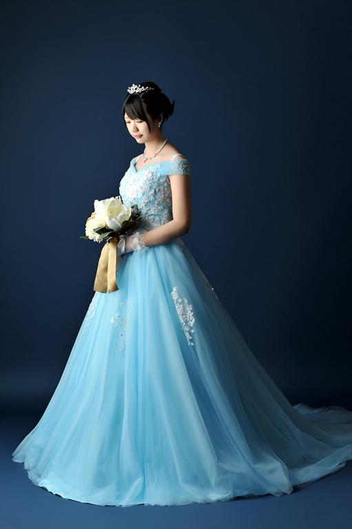成人女性写真:ドレス/ブルー