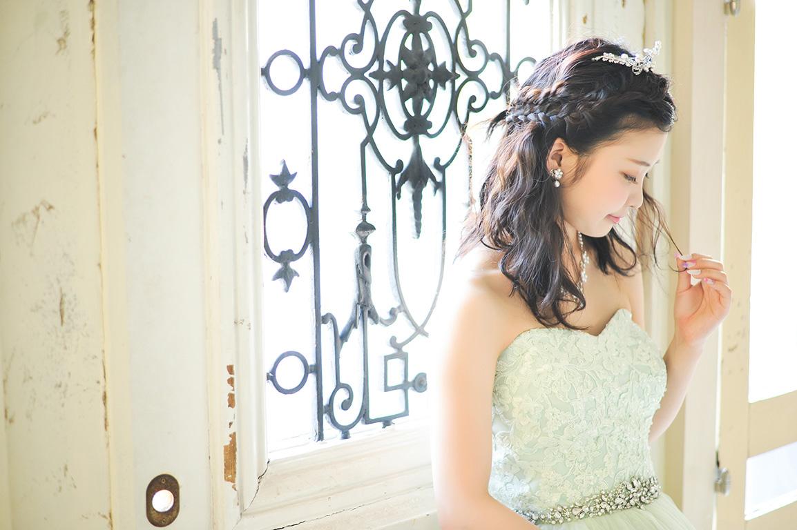 成人女性写真:ドレス/グリーン