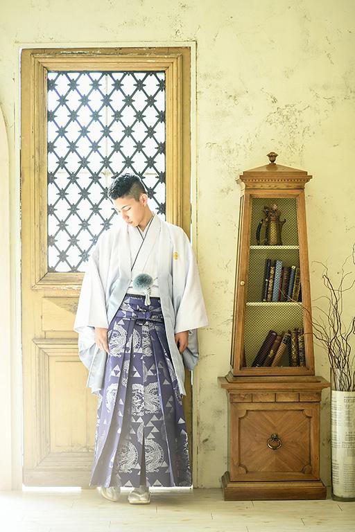 成人男性写真:羽織袴/グレー