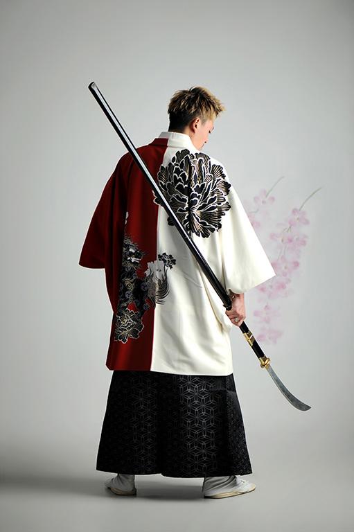 成人男性写真:羽織袴/赤×白