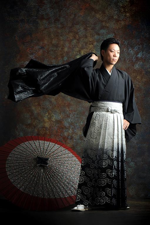 成人男性写真:羽織袴/黒(ゼブラ柄)