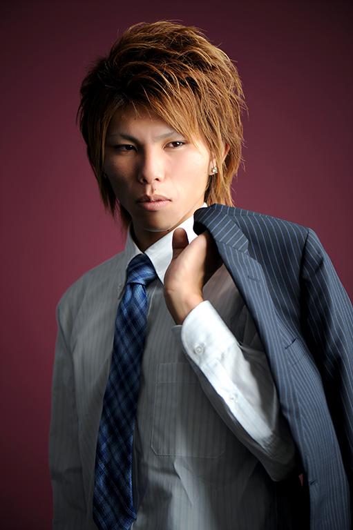 成人男性写真:スーツ
