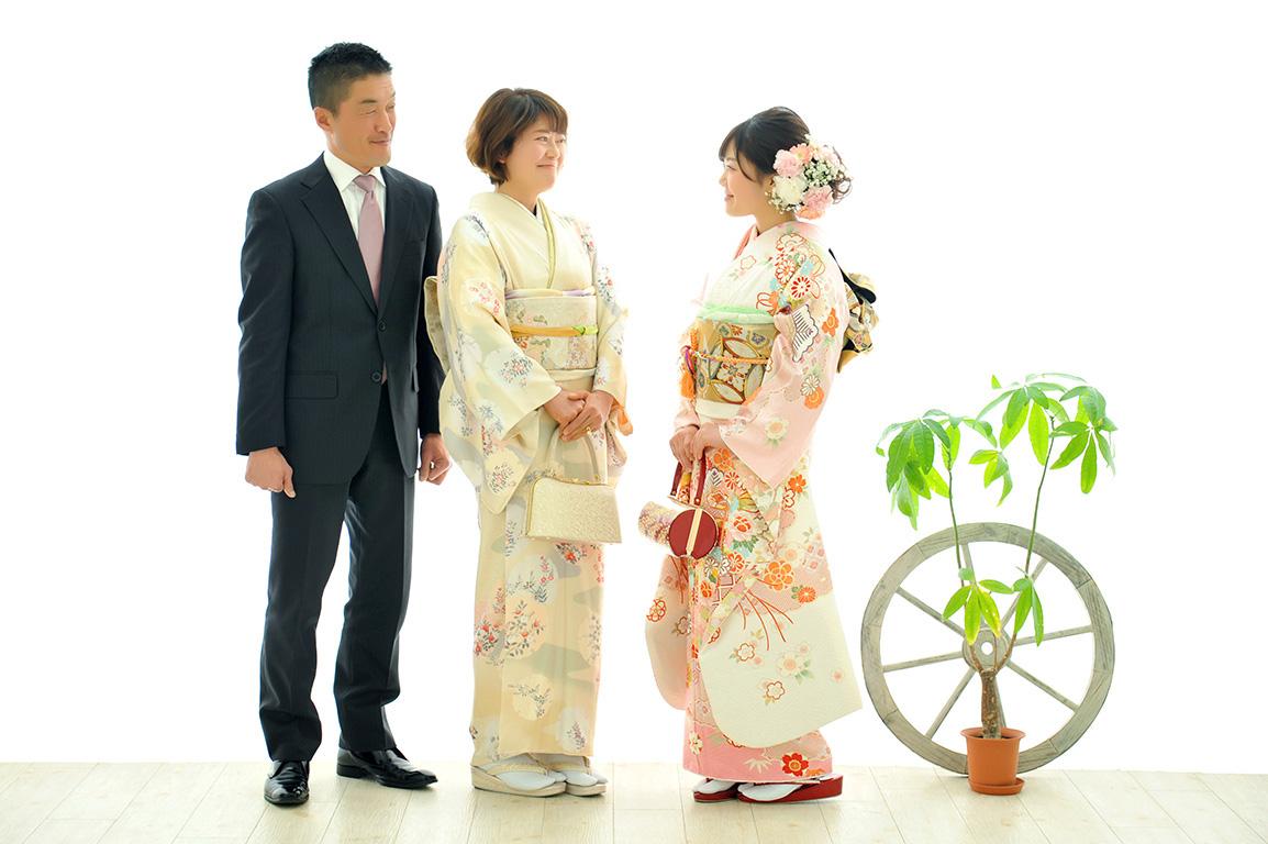 成人家族写真:母和装