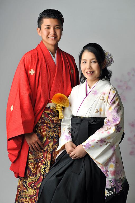 成人家族写真:母和装(袴)
