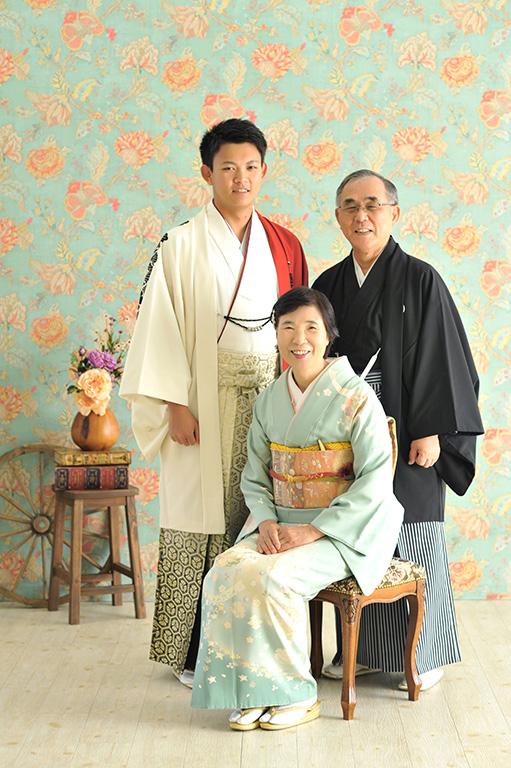 成人家族写真:父母祖父母様全員和装