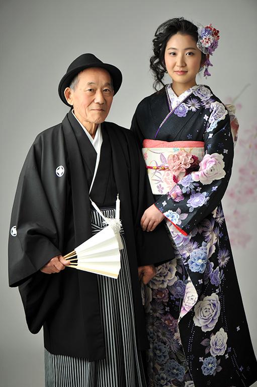 成人家族写真:祖父和装